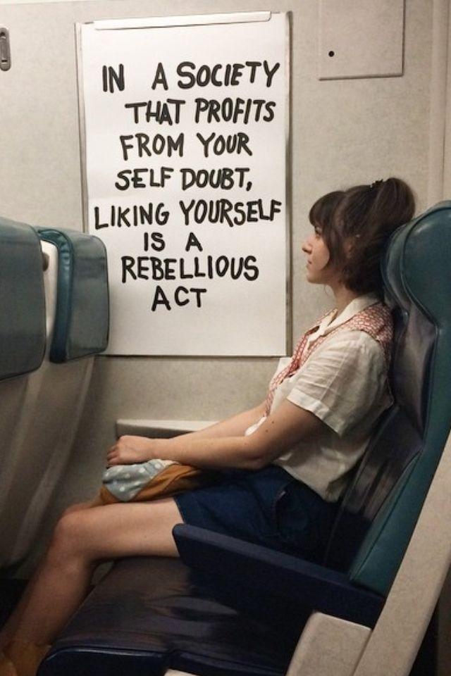En una sociedad que se beneficia de su duda de sí mismo, el gusto de uno mismo es un acto rebelde...
