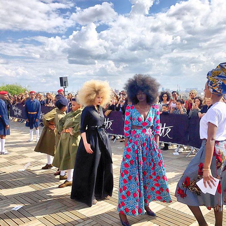 La parade Africa Now aux @galerieslafayette aujourd'hui ou comment te mettre de bonne humeur! Soleil, musique, mode et bonne énergie ☀️! @marchenoir_paris #galerieslafayette #paradeafricanow