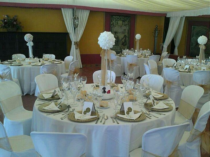 Mesas listas para que lleguen los invitados  #boda #diseño #decoración #decoration #weddings #flowers #table #white http://victoriahidalgocatering.com/