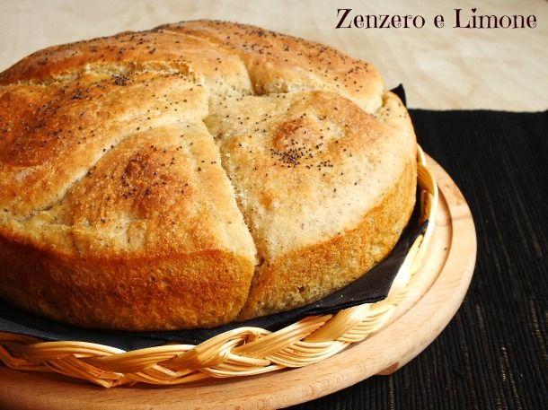 Questo pane con grano saraceno assomiglia moltissimo ad una focaccia per la straordinaria morbidezza che lo caratterizza. Semplice da preparare.
