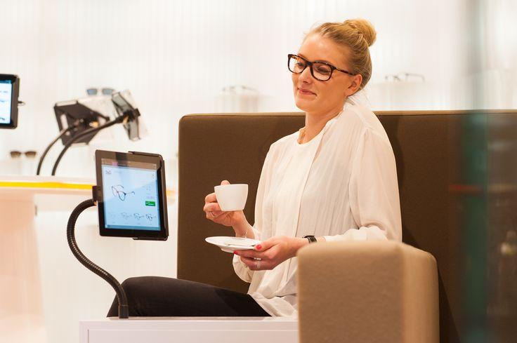 Der Edel-Optics Flagship-Store macht Brillenshopping zum Erlebnis. An iPad-Terminal haben Kunden die Auswahl von über 10.000 Markenbrillen. Shopkunden profitieren von der großen Auswahl mit Internetpreisen bei voller fachlicher Beratung. Der Edel-Optics Flagship-Store befindet sich in #hamburg (im AEZ Heegbarg 31, 22391 Hamburg im Obergeschoss) #edeloptics #brille #shopping #fashion #sonnenbrille #ipad #seeandbeseen