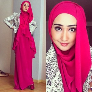 Dian Pelangi is a Woman Muslim Designer from INDONESIA