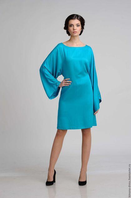 Купить или заказать Платье-кимоно 'Водная гладь' ярко голубое в интернет-магазине на Ярмарке Мастеров. Платье-кимоно из тонкого струящегося хлопкового сатина. Платье подойдет для вечеринки или для празднования знаменательного события. Пояс подчеркнет Вашу талию, а блеск ткани придаст благородство образу. Длина платья до колена (рост модели 170 см.