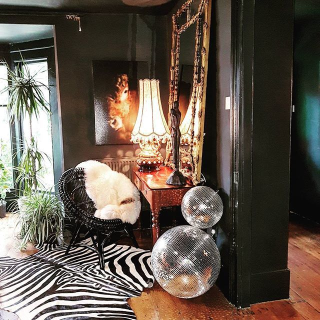 THRILLED TO THE BONE! That's what I am! And totally bowled over. Why, I hear you ask? Well because those American giants of Style Supreme have chosen my little British abode to feature in this weeks #finditstyleit . I'm so chuffed. Thank you @ericareitman and @indiebungalow and @fleamarketfab and @liz_kamarul and @at1stsightbk !!  You girls are da ...and to all my inspirational followers new and old, a heap big thank you for being here. Oh hell I feel like I won an Academy Award or su...