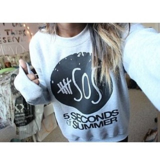 Anyone know of any stores or online stores that have good 5sos or 1D merch?? (:
