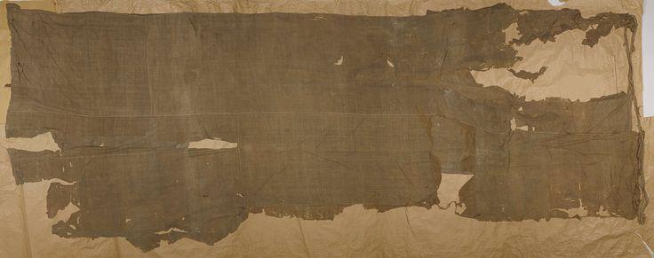 Anonymous | Vlag uit de voormalige Nederlandse koloniën, Anonymous, 1600 - 1699 | Witte vlag, in slechte staat. Groot fragment van een vlag, in slechte staat. Het is een driekleur in horizontale banen blauw-wit(?)-blauw.
