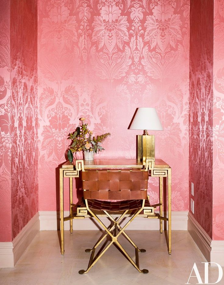 For her new appointment-only showroom, the Moda Operandi cofounder and style doyenne dressed the walls in complexion-flattering shades, raided her own homes for decor, and issued a ban on cut flowers | archdigest.com