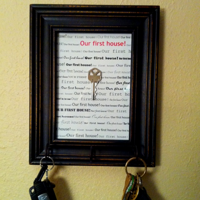 Our first house key :)Shadow Box First Key, House Ideas, Diy Crafts, Key Holders, Keys Living, Shadows Boxes, Keys Holders, Keys Frames, House Keys