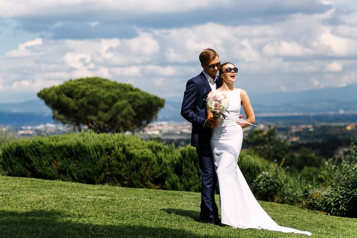 Просто и со вкусом, это свадебное платье великолепный выбор для свадьбы на природе / Simple and chic - this wedding dress looks gorgeous for the open air weddings.