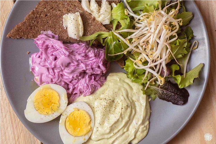 PuNk SalAd: Insalata, uova, crema d'avocado, cavolo rosso in salsa e germogli di soia. VEG Birra consigliata: Punks Do It Bitter