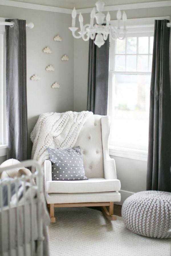 Quartinho de bebê - decoração clássica com toque vintage - bege, cinza e branco - poltrona de amamentação