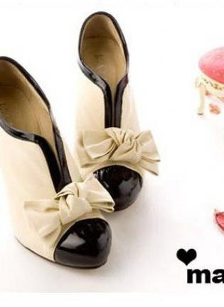 LOVE these shoes. So cute!: Shoes, Fashion, When Pumps, Style, Ankle Boots, Pumps Booty, Bows, High Heels, Products