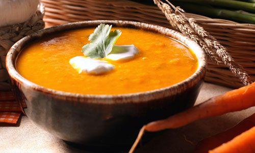 Hoe guurder het weer, hoe lekkerder een stevige maaltijdsoep. Vier verrassende soepen om de winterkou te verdrijven!