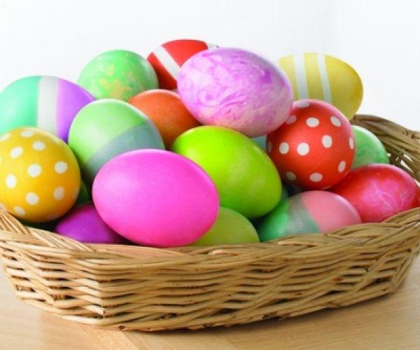 Come colorare le uova di Pasqua con le tempere