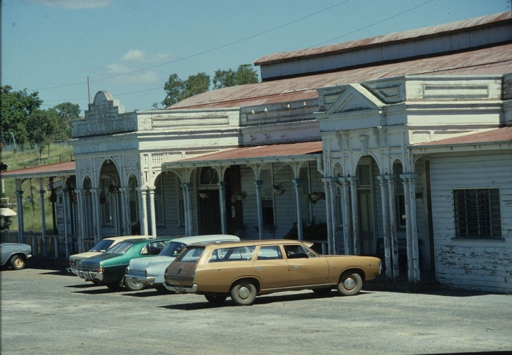 I've been to Mt Morgan. Love these old heritage buildings...Also love this photo of the old Fords & Holden Kingswood cars. Now Classics