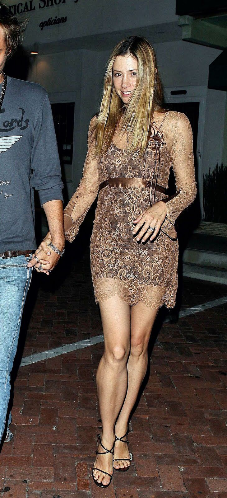 Pin By Anti Aguila On Mira Mira Sorvino Her Calves Calves