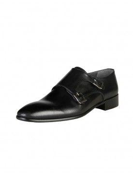 Chaussures Homme  Venez découvrir la collection de chaussures mode et chaussures de luxe Versace pour Hommes sur MasculinChic JE DECOUVRE sur https://masculinchic.com/chaussures-business/933-chaussures-basses-hommes-noires-v1969.html