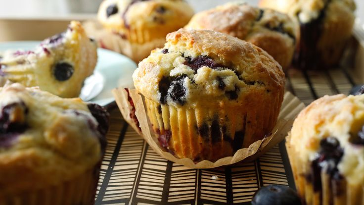 This recipe came to The Times by way of Marian Burros in a 1985 article about the famous muffins served at the Ritz-Carlton hotel in Boston The hotel has been serving blueberry muffins since it opened in 1927, but in 1971, then pastry chef Charles Bonino set out to develop a better recipe One of the city's best-known department stores, Gilchrist's – long since closed – was renowned for its version, so Mr
