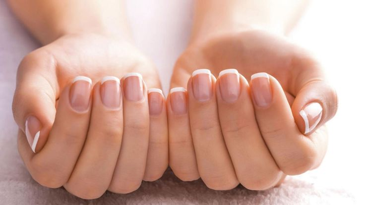 Para salir del paso: cómo reparar las uñas rotas y reemplazar el quitaesmaltes
