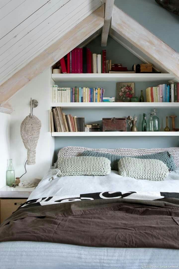 les 25 meilleures id es concernant petites chambres mansard es sur pinterest chambres. Black Bedroom Furniture Sets. Home Design Ideas