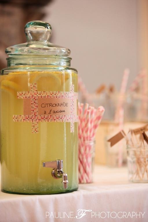 Bonbonnière avec robinet pour servir une boisson spéciale (citronnade, cocktail…