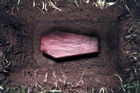 A vrut să abuzeze cadavrul unei fete de 17 ani, dar a adormit după ce a dezgropat-o