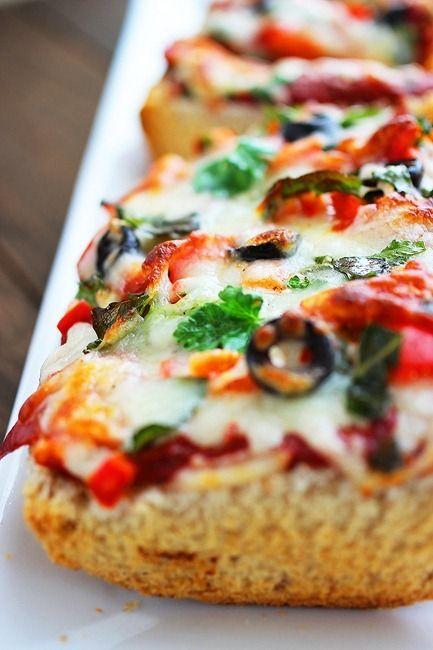 パンに材料を乗せて焼くだけ♪お手軽ピザのアイデアレシピ5選|CAFY [カフィ]