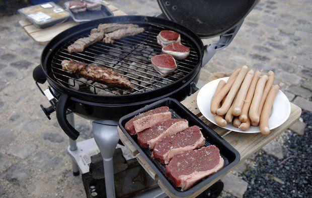 Kulgrill med kød og pølser