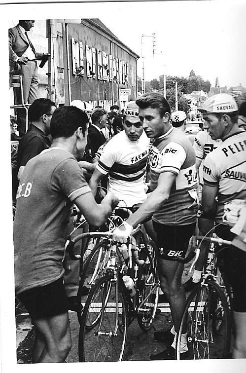 Jacques Anquetil and Eddy Merckx at the start of the critérium de la Clayette 1968