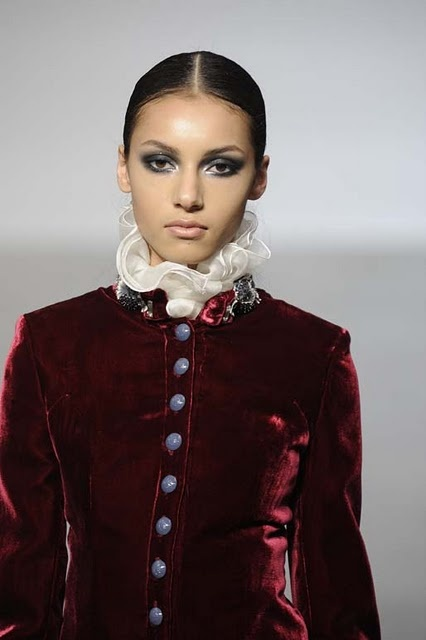 Victorian fashion trend - velvet and high collars