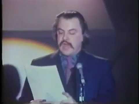 À Montréal, le 27 mars 1970, au théâtre Gesù, des milliers de québécois célébraient la poésie dans un rassemblement grandiose et enthousiaste. L'événement a ...