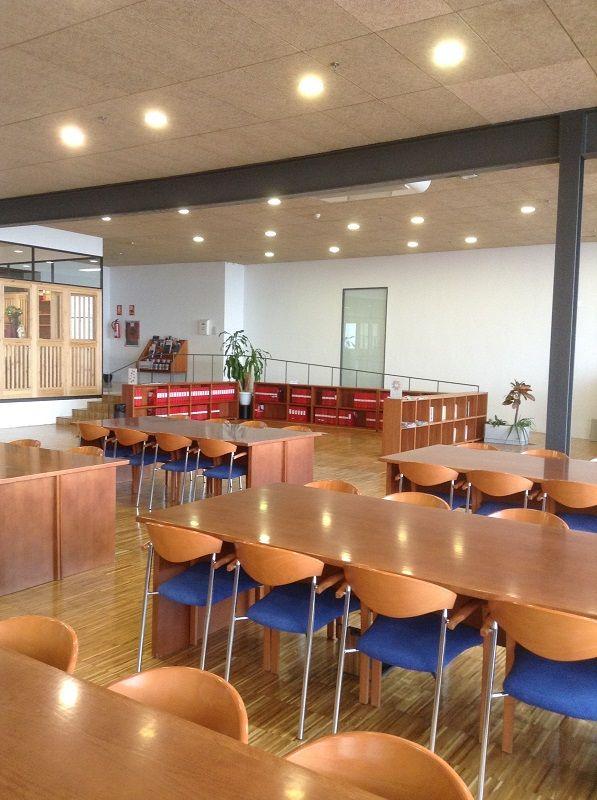 Sala de lectura de la biblioteca Facultad CC de Documentación y Comunicación. #bibliotecas #edificios