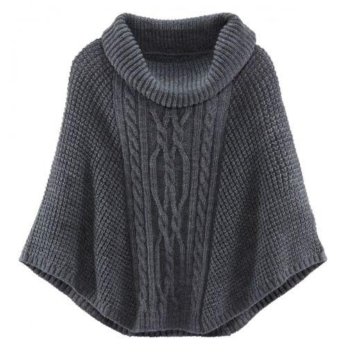 An lauen Tagen tragen wir diesen Poncho anstelle einer Jacke, an kühleren Tagen als Pullover. Grauer Poncho mit großem Rollkragen (Herbst-Trend 2015!) und Zopfstrickmuster von Siena über