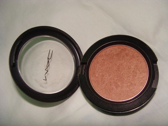 This is Mac Margin blush.  It is my perfect colour and stops me looking dead.  LOVE IT.