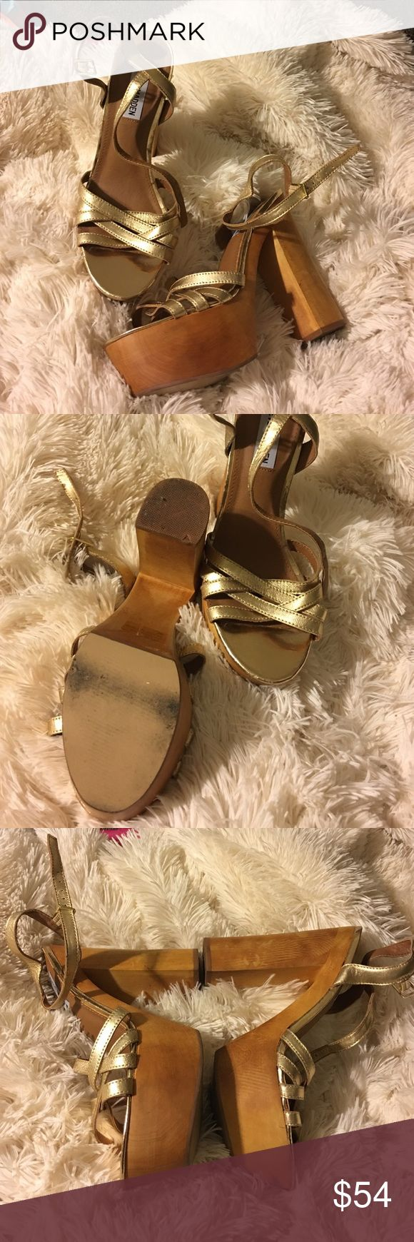 Steve Madden golden platform sandal Gorgeous platform sandal / worn a couple of times / smoke free/ pet free home/ please ask any and all questions prior to purchasing. Thank you for looking Shoes Platforms