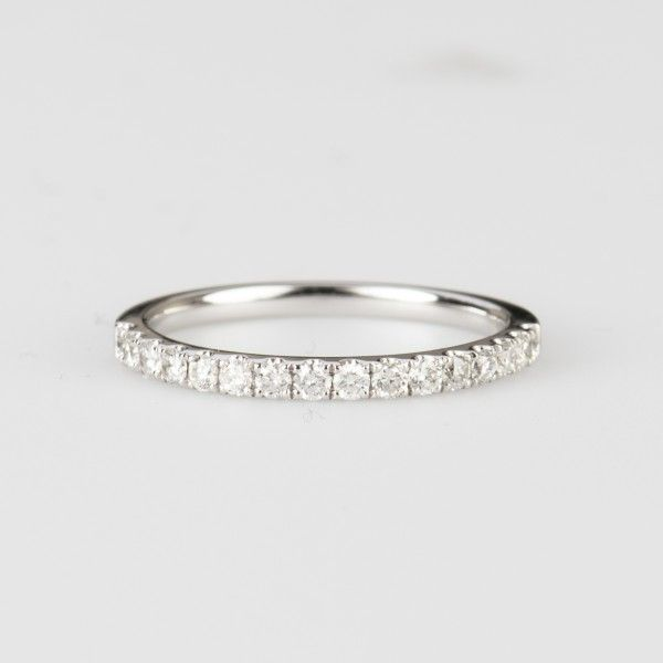 jd houston has a huge selection of shared prong wedding bands features stunning diamonds set in - Wedding Rings Houston