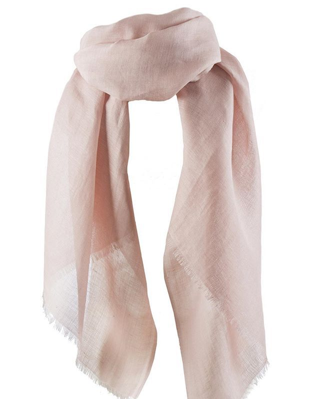 Be pretty in pink and welcome the new spring shades to Balmuir Dawn scarfs! Dawn is combination of silk and linen. #silkscarf #Balmuir #balmuirscarf #prettyinpink