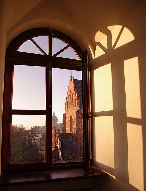 Widok z Kolegium dominikanów na Bazylikę Świętej Trójcy. #dominikanie #dominicans #cracow #kraków #kolegium #studia #studies #church #kościół #sun #window #okno