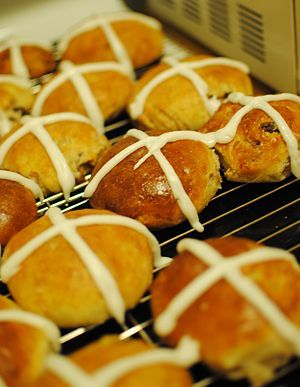 One-a-penny, Two-a-penny, Hot cross buns!
