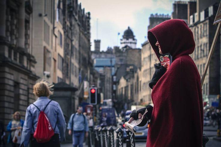 Edimburgo, Escócia . . #Streetphotography #street #city #instatravel #edinburgh #scotland  #instascotland #travel #trip #people #igersedinburgh http://tipsrazzi.com/ipost/1517001669430577828/?code=BUNePseFYqk