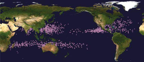 Distribución global de los ciclones tropicales en su fase de mayor intensidad entre 1982 y 2012. / NATURE (EL PAÍS)..................Los ciclones se van hacia los polos | Sociedad | EL PAÍS
