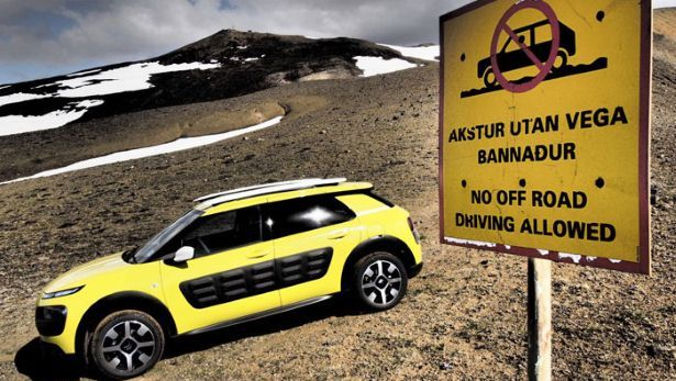 The CITROËN C4 Cactus fears nothing, not even the cold in Iceland! Here are some pictures of our recent trip with breathtaking sceneries thanks to the glass roof. Would you be up for such an adventure?