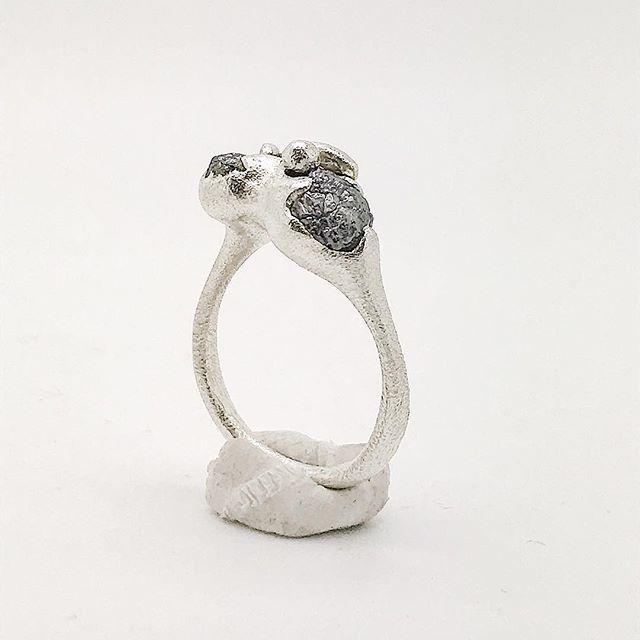 Sometimes its okay to be visceral. . Raw rough uncut diamond modern ancients ring in sterling silver . #tamaragomezstudio #rawdiamond #uncutdiamonds #sculpturaljewels #spiritinspired #liquidsilver  #goldsmith #craftanddesign #lovesilver #showmeyourrings #madewithlove  #thehandmademovement #quietluxury #londonmakers #craftmansship #madeinlondon #cockpitarts #rawluxury #visceral #modernancients