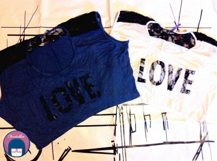 Polera cropped love azul.  6MIL // Polera cropped love blanco.  6MIL