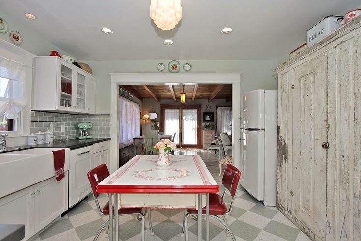 Good home construction 39 s renovation blog a new vintage for Retro kitchen ideas pinterest