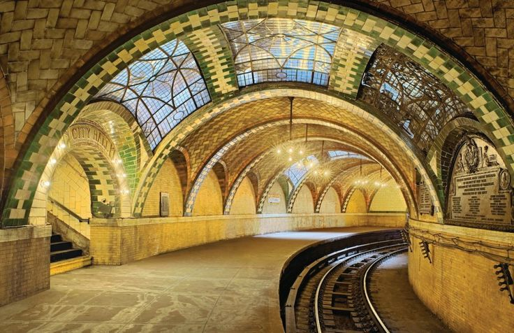 A Guastavino vaults in the now-abandoned City Hall subway station in New York
