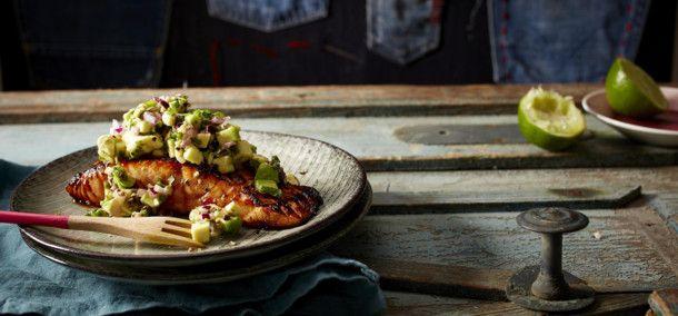 Unser beliebtes Rezept für Lachs mit Avocadosalsa und mehr als 55.000 weitere kostenlose Rezepte auf LECKER.de.