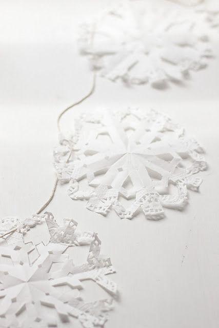 Doily snowflake garland diy