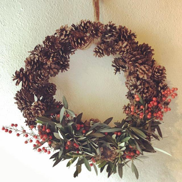 本日もご来店ありがとうございました!明日も10時より営業致します。 #鎌倉カフェ #アンティーク #鎌倉散策 #極楽寺#lamaisonancienne  #リース飾りました#クリスマスリース#オリーブ#千両の実#松ぼっくり