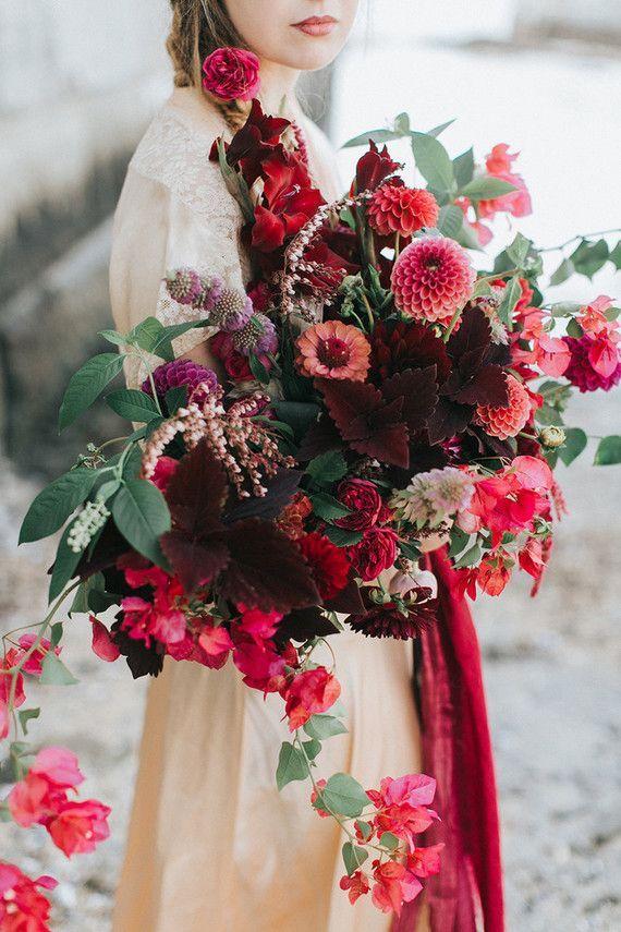 Dramatic fall wedding bouquet